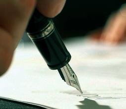 توقيع عقد شراء مكاتب القنصلية لصالح الجمهورية اللبنانية . ميلانو في  29/8/2016